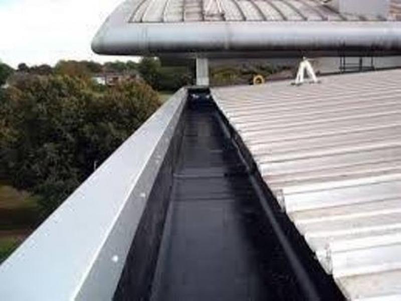 Aplicação de Impermeabilização de Calha Feita de Concreto Lajeado - Calha Concreto Impermeabilização